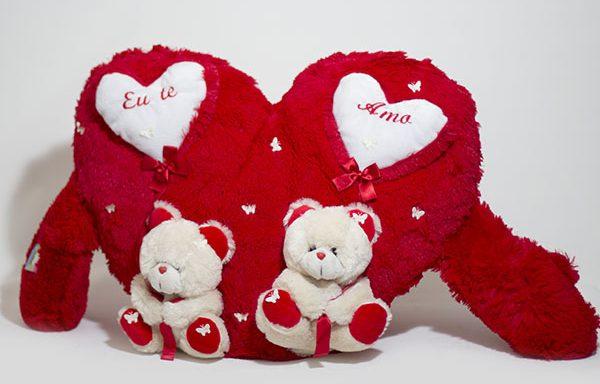 Coração em pelúcia com ursinhos